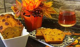 Dýňový chlebíček s pekany, medem a pomerančovou kůrou