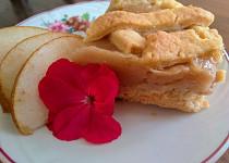 Voňavý koláč s hruškami a pudinkem