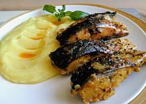Kapr na másle s libečkem, česnekem a zeleným pepřem