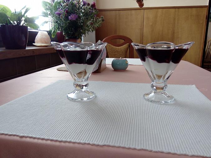 Pohár s borůvkami