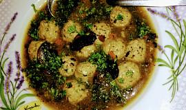 Houbová polévka s masovými knedlíčky