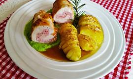 Kuřecí roládky a bramborové spirály s parmezánem