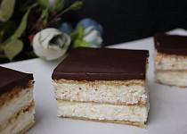Nepečené sušenkové řezy s nadýchaným krémem - jednoduché a  rychlé