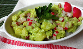 Bramborový salát s avokádovým přelivem