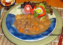 Hovězí mrkvový guláš na pivu s brambory