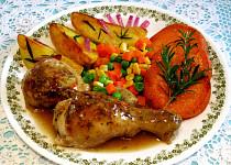 Kuřecí paličky se zeleninou, opečenými brambory a batáty