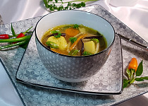 Polévka kedlubnovo-květáková s houbami