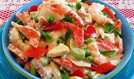 Salát z krabích tyčinek a krevet