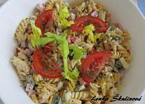 Tříbarevný těstovinový salát