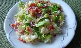 Květákový salát s čedarem a slaninou