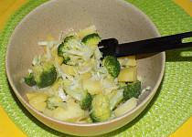 Teplý brokolicový salát