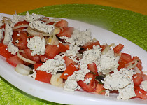 Rajčatový salát s bazalkovým tofu