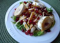 Salát s hruškou a granátovým jablkem