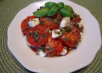 Salát z marinovaných rajčat