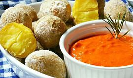 Kanárské brambory s červenou salsou