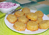Bramborové muffiny s jogurtovou omáčkou