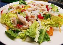 Kuřecí salát s rýžovými nudlemi