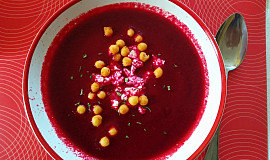 Řepná polévka s balkánem a bylinkami