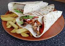 Tortilla s kuřecím a zeleninou