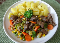 Kuřecí játra jednoduše se zeleninou