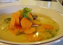 Mrkvová polévka s paprikou a pórkem