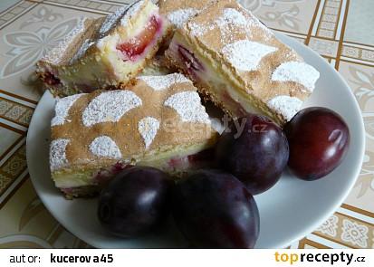 Švestkový koláč s tvarohem a sněhem