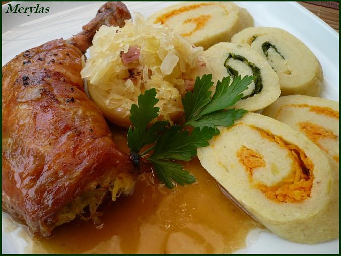Staročeské vepřové žebírko s plněným jablkem a bramborovou roládou, Plněné kuřecí stehno