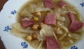 Cizrnová polévka s kapustou