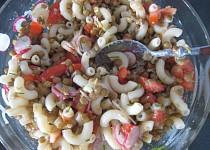 Těstovinový salát s čočkou