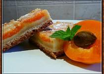 Šťavnatý meruňkový koláč s podmazáním