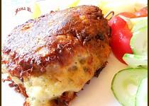 Bílá klobása v bramborovo-sýrovém těstíčku