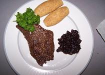 Hovězí steak s šalotkou na červeném víňě