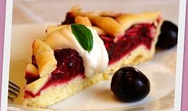 Letní višňový koláč s mandlemi a mascarpone