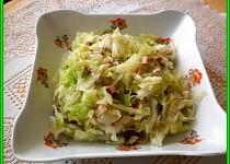 Zelný salát se slaninou a kuřecím masem