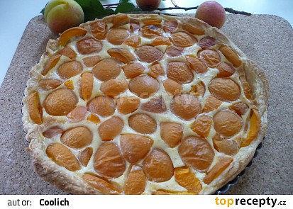 Jednoduchý meruňkový koláč z listového těsta