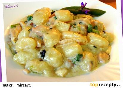 Tofu s kuřecím masem, řeckým jogurtem a šalvějovou vůní + gnocchi
