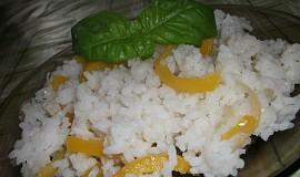 Rýže s paprikou a bazalkou
