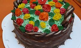 Košík růží a ovoce