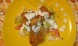 Pečené kuřecí kousky se salátem