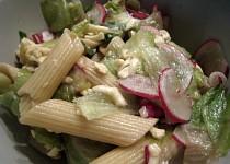 Těstovinový salát s ředkvičkou