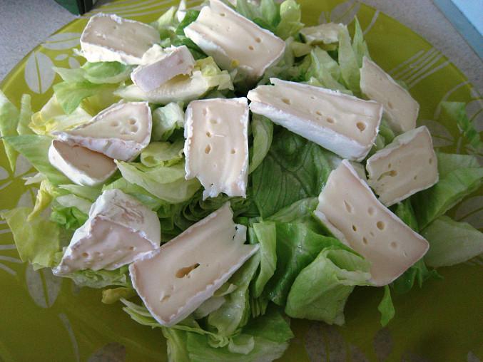 Ledový salát s brusinkami