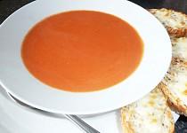 Rajská polévka se sýrovými bagetami