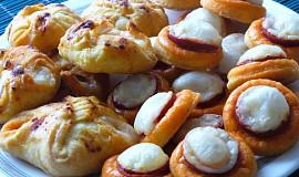 Slané koláčky s klobásou a sýrem