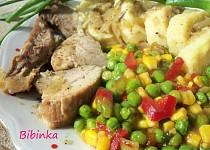 Dvojí maso pečené na zázvoru s dušenou zeleninou