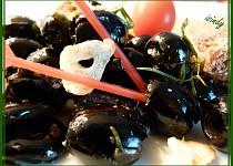 Zapečené olivy s česnekem a rozmarýnem