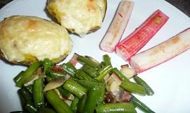 Plněné brambory s krabími tyčinkami a fazolkami
