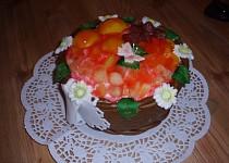 Košík plněný krémem a ovocem
