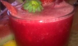 Ledový mix s melounu, černé ředkve  a jahod