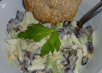 Salát z nakládaných hub s řapíkatým celerem