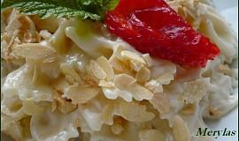 Těstoviny s vanilkovým jogurtem a ovocem